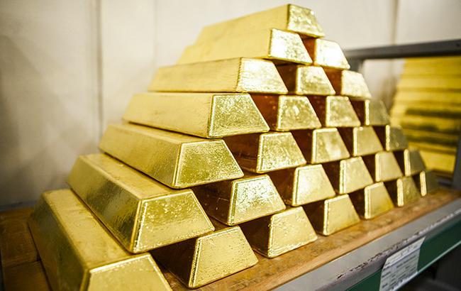 НБУ понизил курс золота до 345,8 тыс. гривен за 10 унций