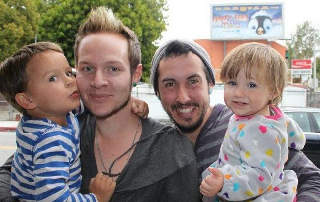 Беременный мужчина-трансгендер и его муж ждут первого ребенка