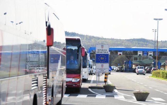 Фото: очередь на границе Словении и Хорватии