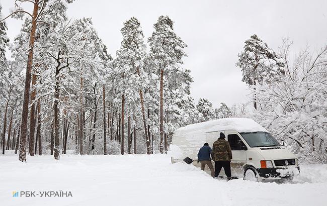 Синоптики попереджають про сильні снігопади 8-9 лютого
