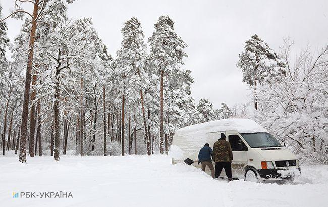 Непогода в Украине: полиция сообщает об ограничении движения для грузовиков в трех областях