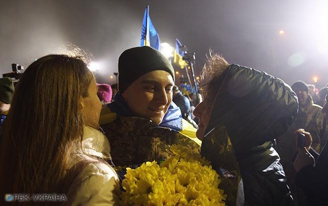 Фото: встреча украинских заложников в Киеве (РБК-Украина)