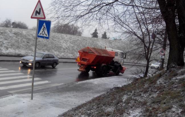 Фото: КМДА попереджає столичних водіїв про ожеледицю на дорогах