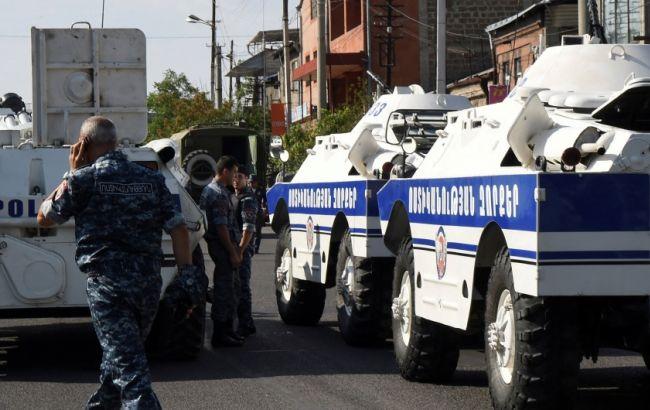 Фото: у Єревані двоє загарбників здалися владі