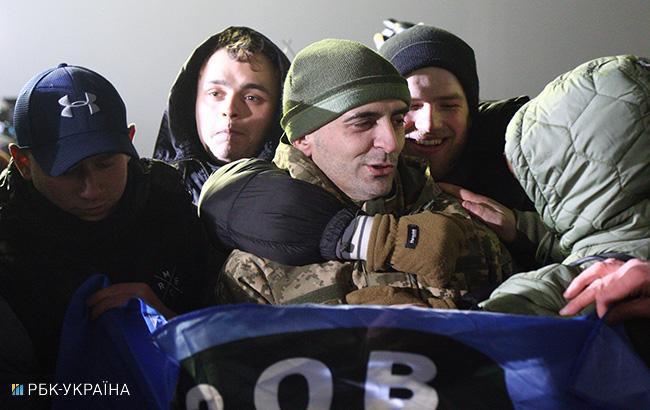 Фото: Украинские военные вернулись из плена (РБК-Украина)