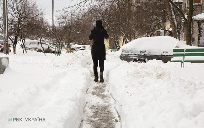 Фото: в Україні місцями сніг (РБК-Україна)