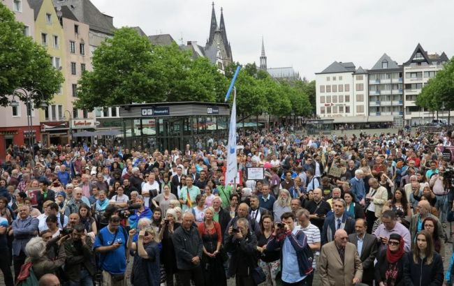 Фото: протест мусульман в Кельне (dw.com)