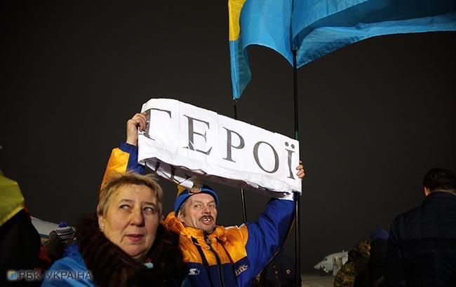 Фото: Зустріч полонених солдатів ВСУ (РБК-Україна)