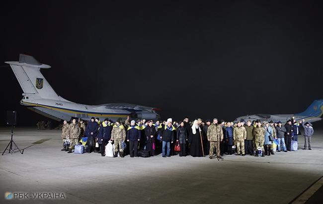 Фото: освобождение пленных (РБК-Украина)