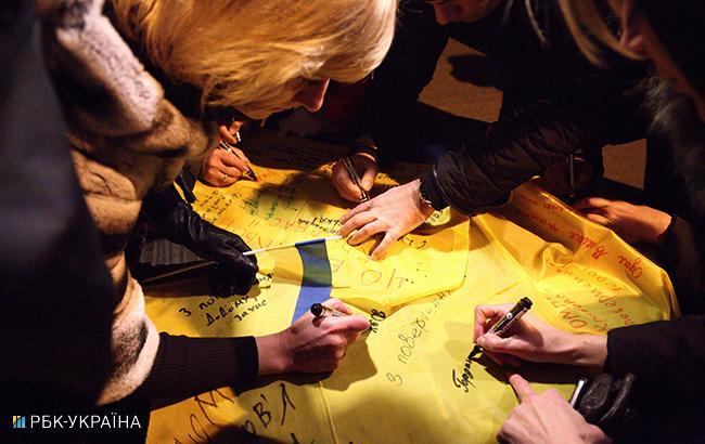 Фото: Зустріч звільнених з полону українців (РБК-Україна)