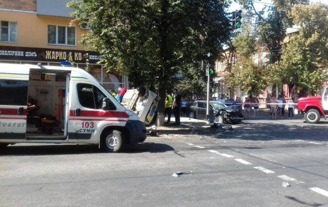 В Сумах авто полиции вылетело на тротуар и сбило пешеходов
