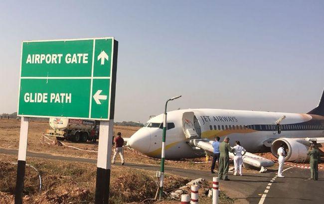 Самолет спассажирами скатился свзлетно-посадочной полосы вГоа