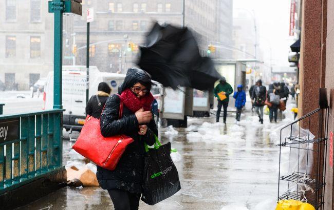 Магнітна буря і потужний вітер з дощем та снігом: українців попередили про негоду