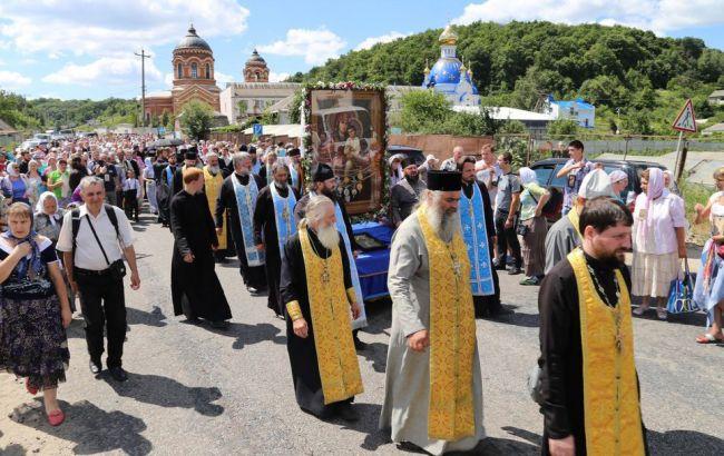 Фото: в Борисполе на заседание горсовета запретили крестный ход