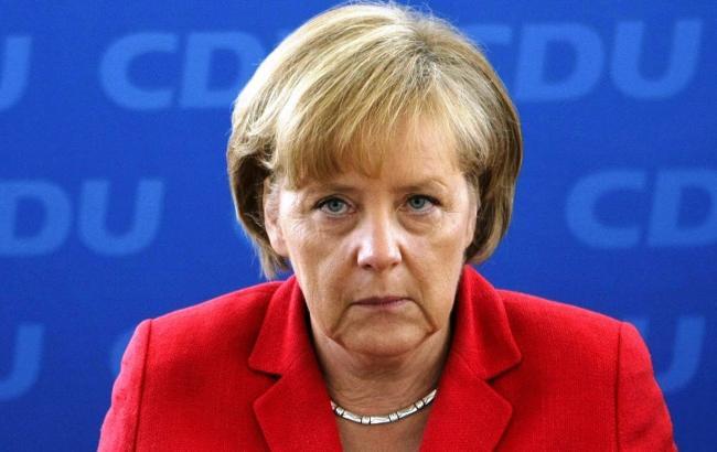 Фото: роботою Меркель задоволені менше половини німців