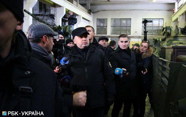Турчинов: возле украинской границы расположены готовые к наступлению подразделения РФ