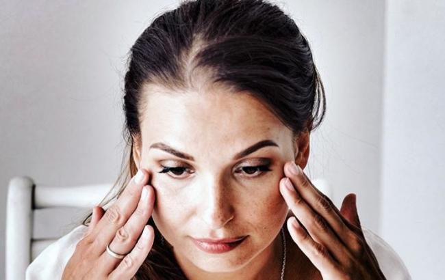 Прибрати оттеки під очима: косметолог дала цінні поради