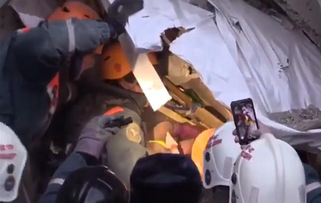 В Магнитогорске из-под завалов извлекли выжившего младенца (видео)