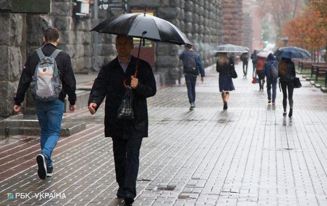Завтра Украину местами накроют дожди