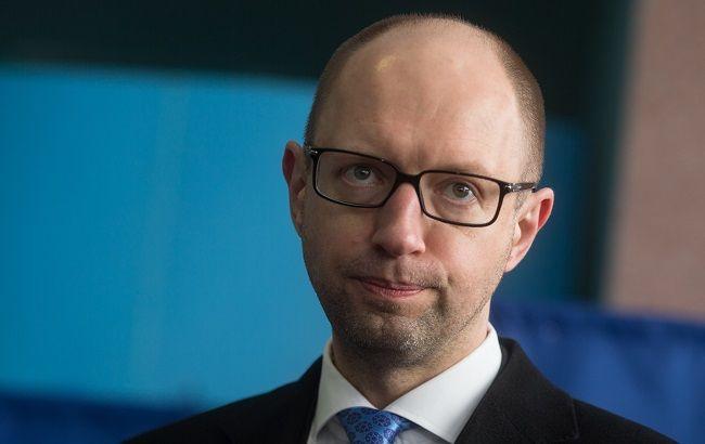 Яценюк розпорядився заборонити закупівлю нафтопродуктів в РФ
