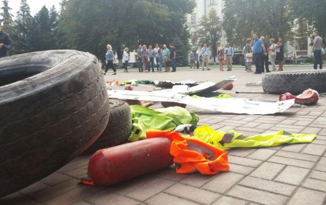 """Фото: активісти блокують будівля """"Київміськбуду"""""""