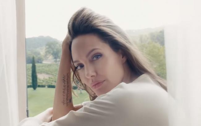 Анджеліна Джолі (скріншот youtube.com/Fãs de Angelina Jolie)