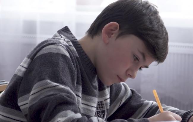 В сети рассказали трогательную историю о мальчике из Авдеевки, в которого попала пуля (видео)