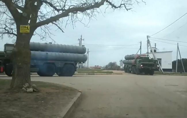 """""""Готовий до напливу туристів"""": в мережі показали, як по окупованому Криму їздить військова техніка (відео)"""