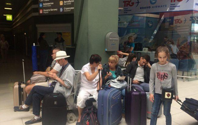 """""""Застрявшие"""" в аэропорту Батуми туристы вылетят в Киев сегодня"""