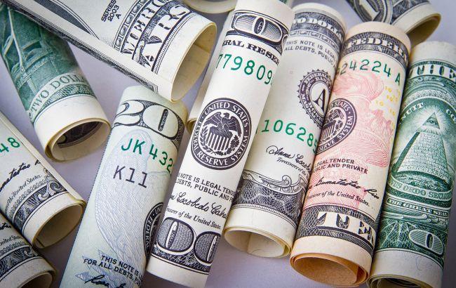 Курс доллара упал до минимума с июня 2020 года