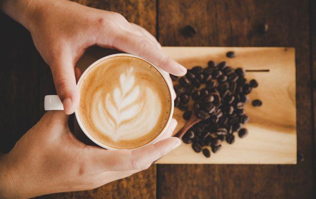 В какое время нельзя пить кофе: медик удивил простым объяснением