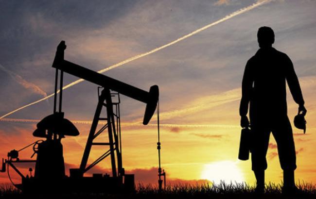 Цена на нефть Brent упала ниже 54 долл./баррель