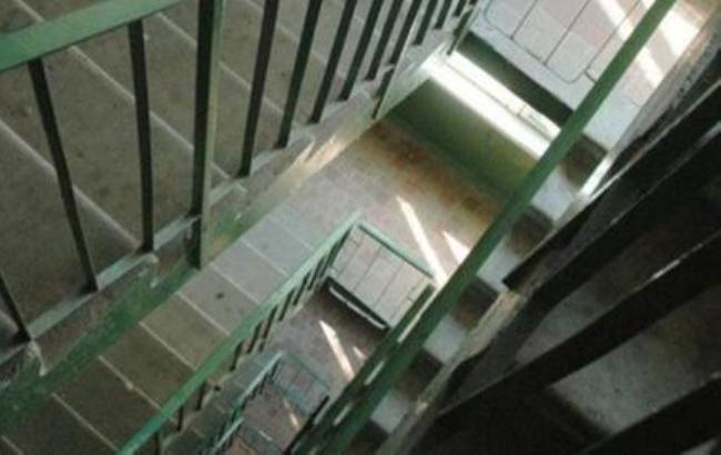 В Киеве разыскивают вора, столкнувшего с лестницы беременную женщину