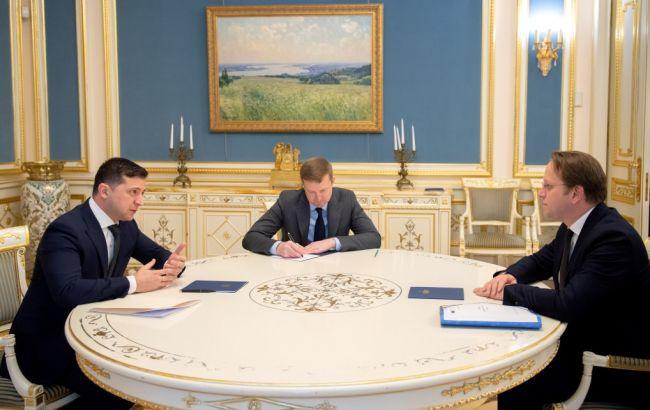 Зеленский обсудил с еврокомиссаром сотрудничество Украины и ЕС в 2020 году