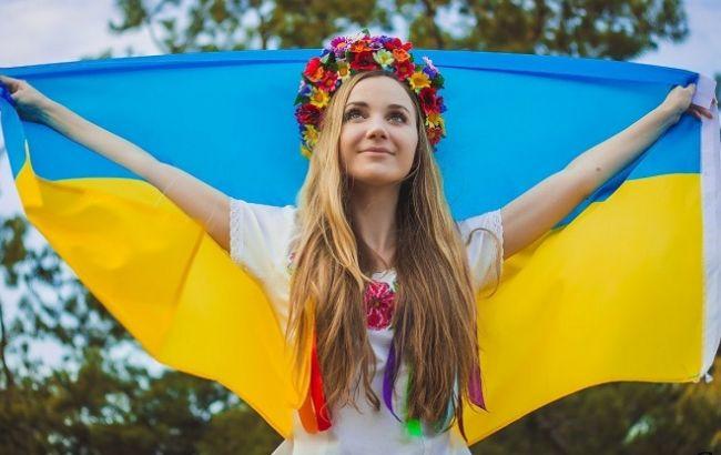 Фото: сегодня в Украине отмечают День Конституции