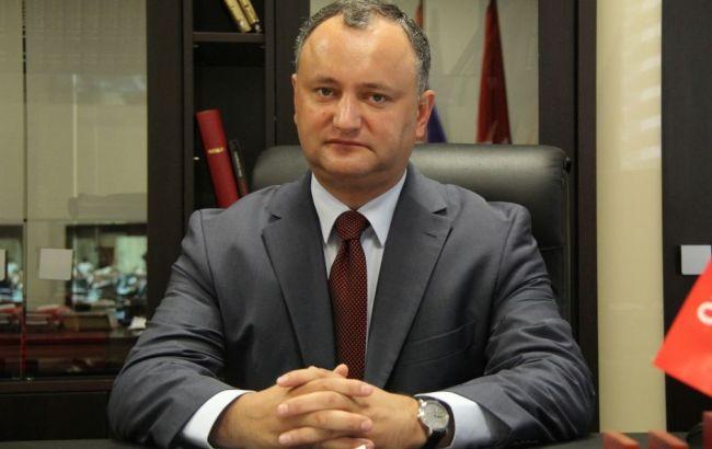 Фото: Додон угрожает уволить министра обороны