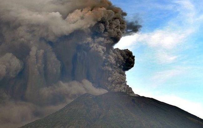 На острове Бали активизировался вулкан