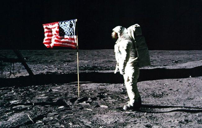 В США собирают деньги на консервацию скафандра Нила Армстронга