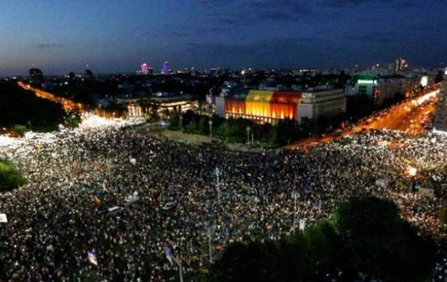 Фото: протесты в Румынии (twitter.com/OfficialJFC)