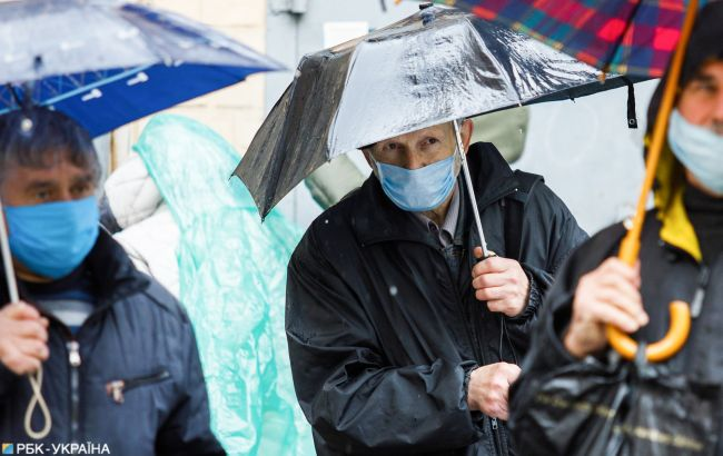 Вночі частину України накриють зливи: синоптики оголосили штормове попередження