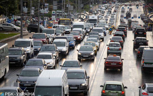 Бензин дешевеет, дизтопливо дорожает после публикации новых предельных цен