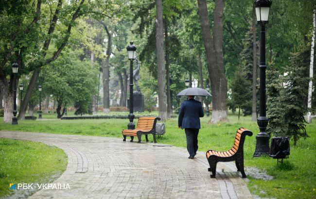 Над Україною поширюється циклон. У більшості областей сьогодні дощі та сильний вітер