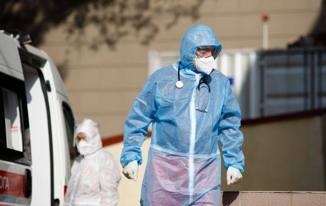 Новий антирекорд: у Франції за добу більше 52 тисяч заражених COVID-19