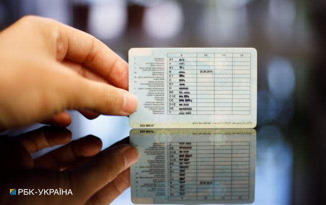 В Украине обновляют водительские права: вводятся коды и ограничения