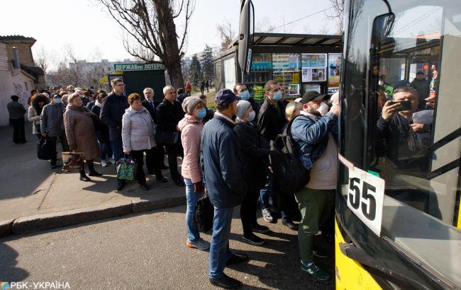 Транспортный коллапс в Херсоне: автобусы не выходят на маршруты из-за проверки норм карантина