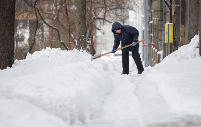 Київ закриває школи, скасовує ярмарки і виводить спецтехніку: ситуація в столиці через негоду