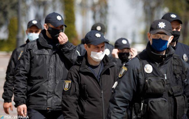 В Киеве наглые воры обокрали девочку на глазах у полицейских (фото)