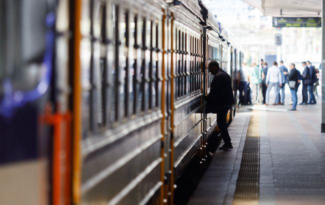 Через обстріли на Донбасі обмежили рух поїздів