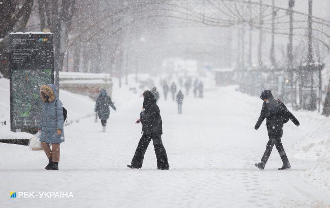 Зима не відступає. Нічні морози до -22 та снігопади утримаються в Україні і завтра
