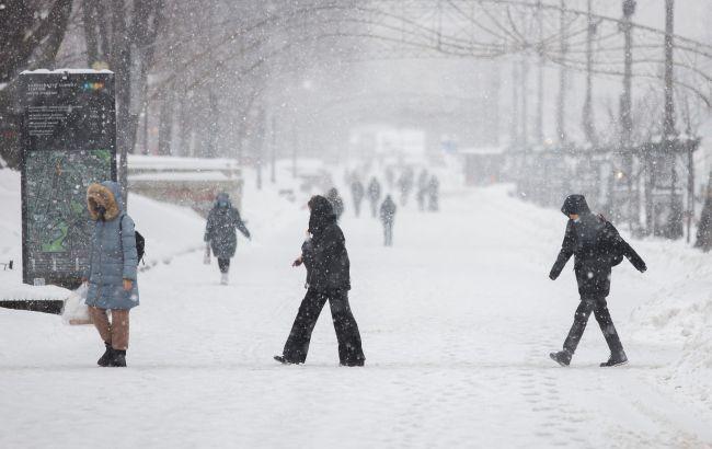 Снегопады в Украине:как областные центры справляютсясо снежным циклоном
